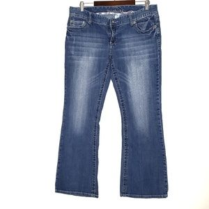 Maurices 13/14 short boot cut jeans E17
